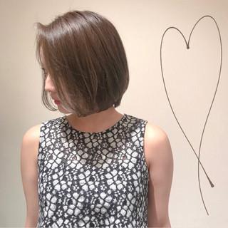 暗髪女子 ナチュラル ミルクティーアッシュ 切りっぱなしボブ ヘアスタイルや髪型の写真・画像