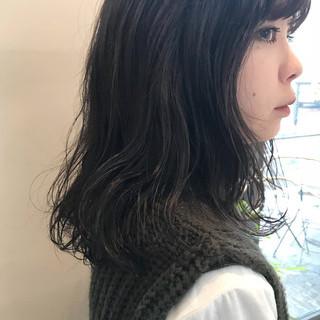 ピュア くせ毛風 大人かわいい 前髪あり ヘアスタイルや髪型の写真・画像