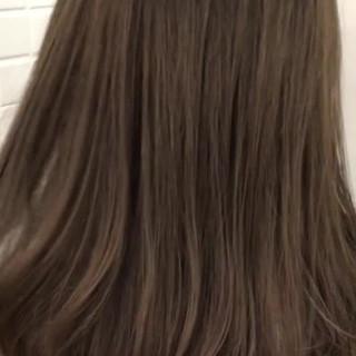 ミルクティーグレージュ ブリーチオンカラー セミロング 外国人風カラー ヘアスタイルや髪型の写真・画像 ヘアスタイルや髪型の写真・画像