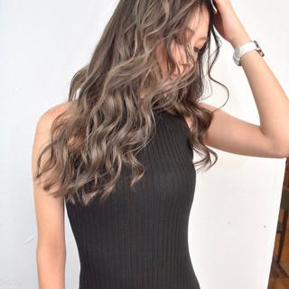 バレイヤージュ ハイライト 外国人風カラー ロング ヘアスタイルや髪型の写真・画像
