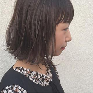 ハイライト 外ハネ 切りっぱなし 黒髪 ヘアスタイルや髪型の写真・画像