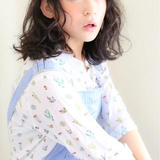 フェミニン 暗髪 ミディアム ストリート ヘアスタイルや髪型の写真・画像