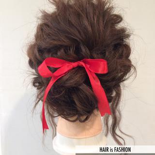 ミディアム 波ウェーブ ヘアアレンジ 大人かわいい ヘアスタイルや髪型の写真・画像