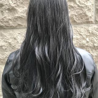 ロング ダークグレー シルバーアッシュ アッシュグレージュ ヘアスタイルや髪型の写真・画像