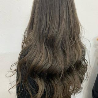 ロング アッシュ 透明感カラー ナチュラル ヘアスタイルや髪型の写真・画像