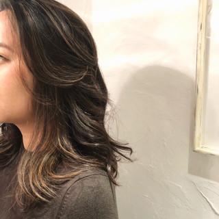 セミロング ハイライト 3Dハイライト 外国人風 ヘアスタイルや髪型の写真・画像 ヘアスタイルや髪型の写真・画像