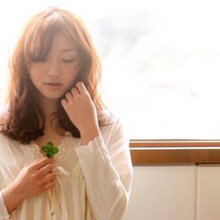 ミディアム ゆるふわ くせ毛風 フェミニン ヘアスタイルや髪型の写真・画像