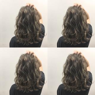 波ウェーブ 外国人風 アッシュ ハイライト ヘアスタイルや髪型の写真・画像