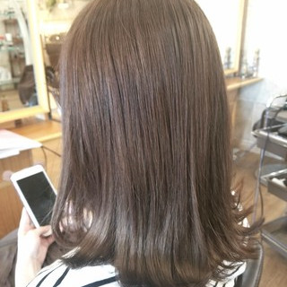 ブラントカット ナチュラル アッシュ 前髪パッツン ヘアスタイルや髪型の写真・画像