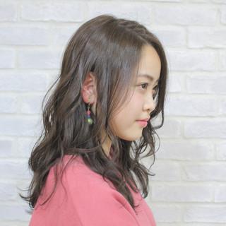 アッシュ ミルクティー アッシュグレージュ イルミナカラー ヘアスタイルや髪型の写真・画像