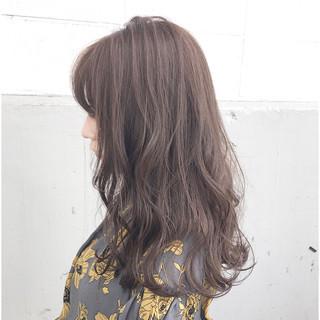 フェミニン ハイライト アッシュ ミルクティー ヘアスタイルや髪型の写真・画像