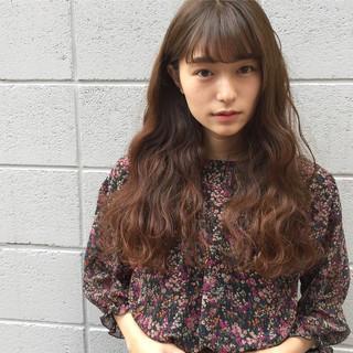 アッシュ 前髪あり ロング フェミニン ヘアスタイルや髪型の写真・画像