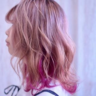 ピンクパープル ピンク ラズベリーピンク インナーカラー ヘアスタイルや髪型の写真・画像