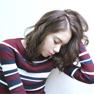 イルミナカラー モード フェミニン セミロング ヘアスタイルや髪型の写真・画像