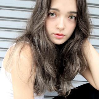 暗髪 アッシュ 外国人風 ナチュラル ヘアスタイルや髪型の写真・画像