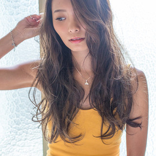 リラックス ロング 透明感 外国人風 ヘアスタイルや髪型の写真・画像