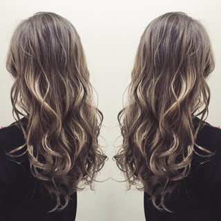 グラデーションカラー ガーリー ロング アッシュ ヘアスタイルや髪型の写真・画像 ヘアスタイルや髪型の写真・画像