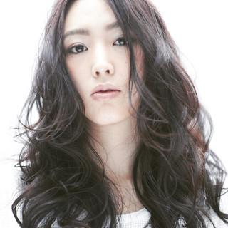 パーマ フェミニン ロング 黒髪 ヘアスタイルや髪型の写真・画像