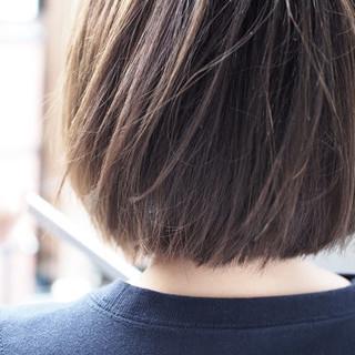 切りっぱなし アッシュベージュ ボブ ナチュラル ヘアスタイルや髪型の写真・画像