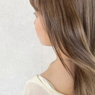 ミルクティカラー ブリーチカラー ナチュラル イルミナカラー ヘアスタイルや髪型の写真・画像