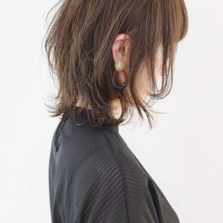ウルフカット ミディアム ナチュラル ニュアンスウルフ ヘアスタイルや髪型の写真・画像
