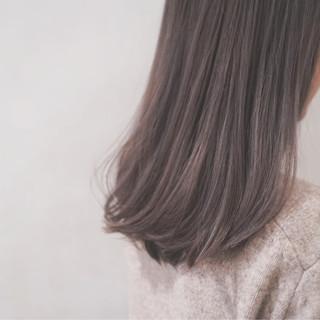 ハイトーン セミロング フェミニン ミルクティー ヘアスタイルや髪型の写真・画像