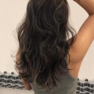 3Dハイライト ロング グレージュ ミルクティーグレージュ ヘアスタイルや髪型の写真・画像