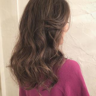 エレガント アウトドア ハイライト グレージュ ヘアスタイルや髪型の写真・画像