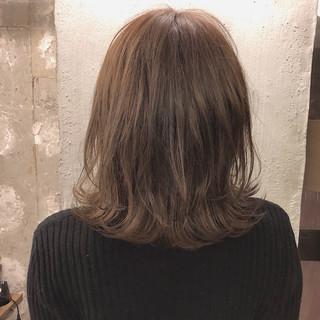 デート くすみカラー 外国人風カラー ミディアム ヘアスタイルや髪型の写真・画像
