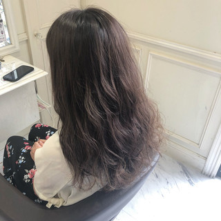 セミロング コテ巻き ナチュラル グレージュ ヘアスタイルや髪型の写真・画像
