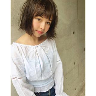 グレージュ ミルクティー 抜け感 外国人風 ヘアスタイルや髪型の写真・画像