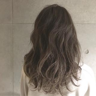 ブラウン グラデーションカラー セミロング ナチュラル ヘアスタイルや髪型の写真・画像