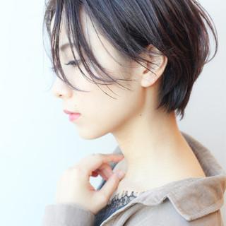ショート 横顔美人 オフィス アンニュイほつれヘア ヘアスタイルや髪型の写真・画像