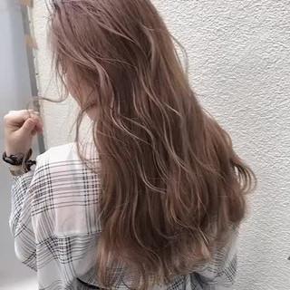 セミロング アッシュグレージュ オリーブベージュ ハイトーンカラー ヘアスタイルや髪型の写真・画像