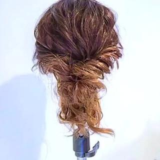 ルーズ ねじり フェミニン ショート ヘアスタイルや髪型の写真・画像