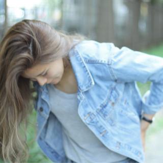 グレージュ ロング かっこいい 大人女子 ヘアスタイルや髪型の写真・画像