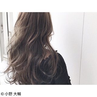 アッシュグレージュ アッシュベージュ ナチュラル アッシュ ヘアスタイルや髪型の写真・画像