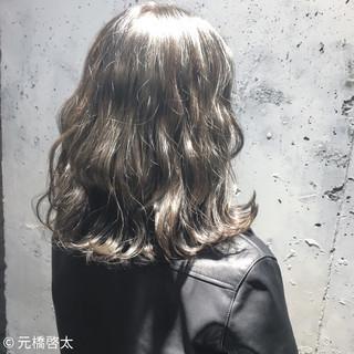 外国人風 アッシュ ストリート ゆるふわ ヘアスタイルや髪型の写真・画像