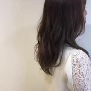 ゆるウェーブ ナチュラル セミロング オフィス ヘアスタイルや髪型の写真・画像