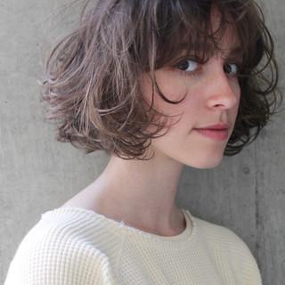 パーマ アッシュ 色気 斜め前髪 ヘアスタイルや髪型の写真・画像
