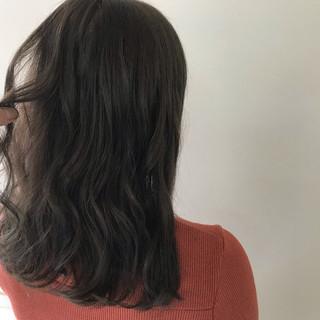 ミディアム ゆるふわ ウェーブ オフィス ヘアスタイルや髪型の写真・画像