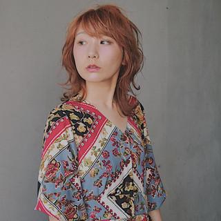 オレンジカラー アプリコットオレンジ ウルフカット ハイトーンカラー ヘアスタイルや髪型の写真・画像