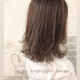 ナチュラル ナチュラル可愛い ミディアムレイヤー ベージュ ヘアスタイルや髪型の写真・画像