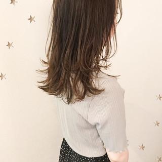 セミロング フェミニン ウルフカット ゆるナチュラル ヘアスタイルや髪型の写真・画像
