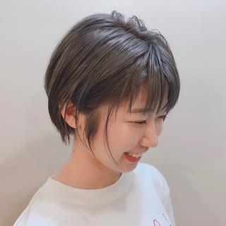 ショートボブ フェミニン ショートヘア アッシュグレージュ ヘアスタイルや髪型の写真・画像