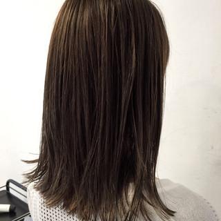 ボブ 透明感 グレージュ フェミニン ヘアスタイルや髪型の写真・画像