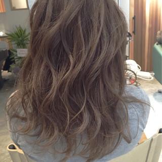 グレージュ アッシュベージュ ロング ナチュラル ヘアスタイルや髪型の写真・画像