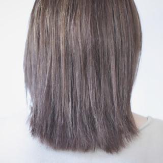 アッシュ コントラストハイライト ナチュラル アッシュグレージュ ヘアスタイルや髪型の写真・画像