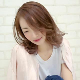 フェミニン ナチュラル 大人かわいい ミディアム ヘアスタイルや髪型の写真・画像 ヘアスタイルや髪型の写真・画像