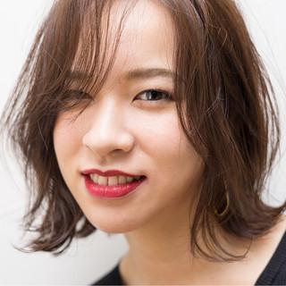 外国人風 かき上げ前髪 エフォートレス ミディアム ヘアスタイルや髪型の写真・画像